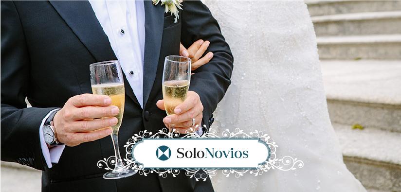 Solonovios, tu referente en trajes de novios, te desea Felices Fiestas