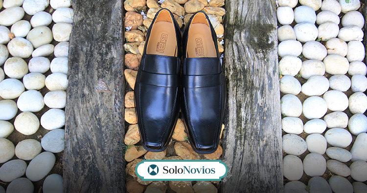 Preparar los zapatos de novio, para antes de la boda.