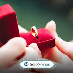 Anillo de boda y de compromiso